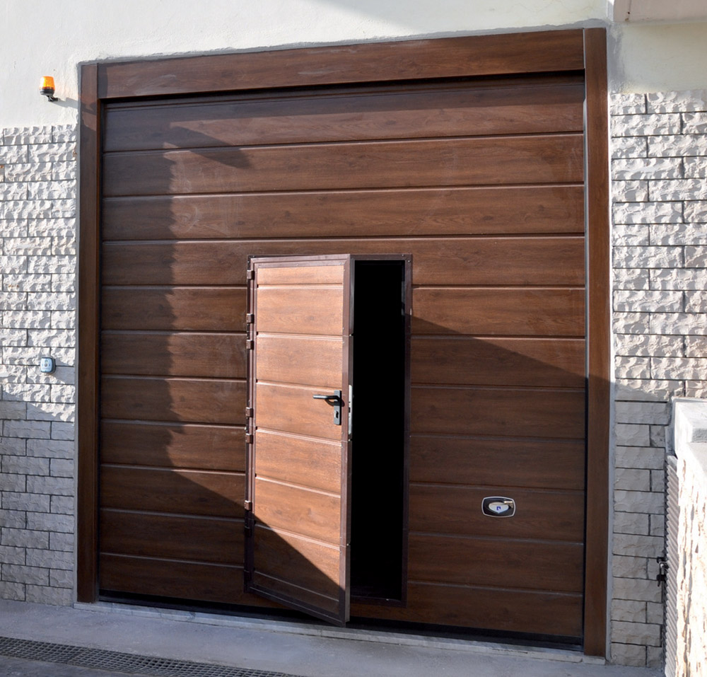 Porta pedonale con balza inferiore standard
